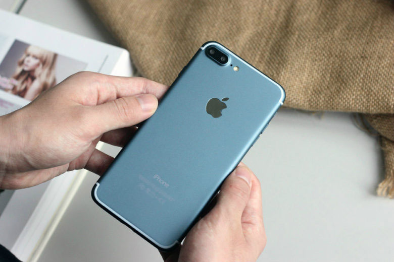 iPhone-7-deep-blue-1-2